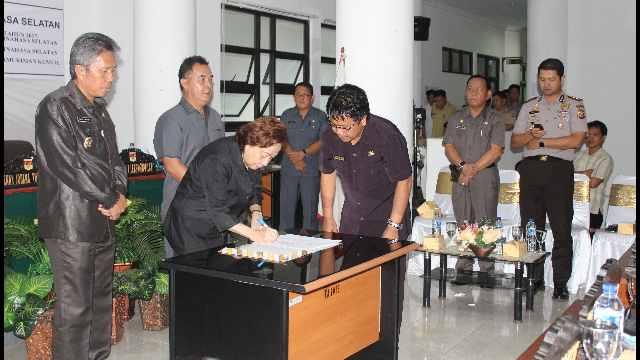 Ketua DPRD Minsel Jenny J. Tumbuan, SE