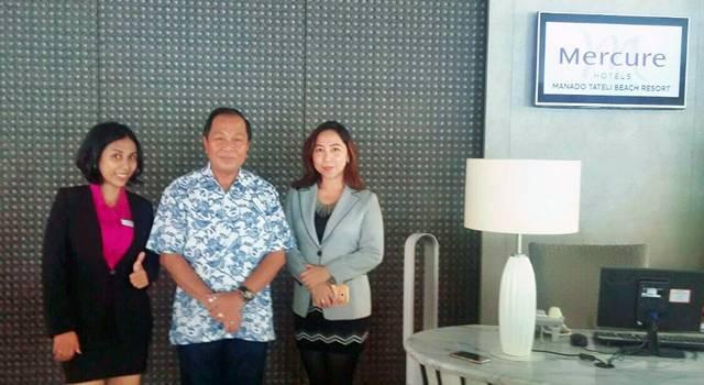 Max Lomban bersama hotelier Mercure Manado Tateli Beach Resort