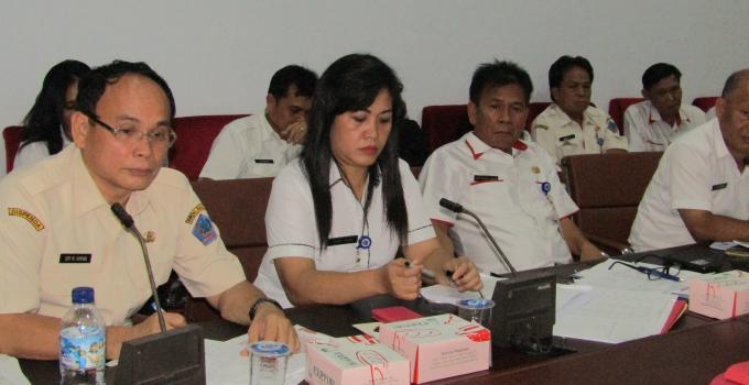 Kadispenda ROY TUMIWA di rapat bersama Komisi 2 DPRD Sulut