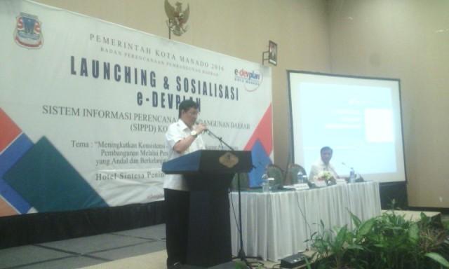 Walikota Vicky Lumentut saat memberi sambutan sekaligus arahan saat pelaksanaan launching dan penandatanganan pakta integritas.