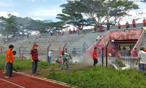 Stadion Maesa Tondano 'Dikepung' Ratusan Orang