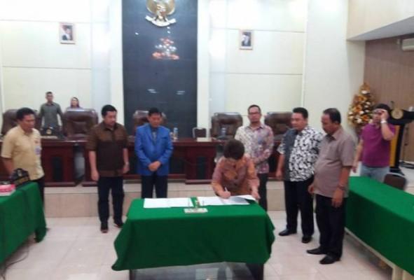 Penandatangan KUA-PPAS antara Walikota dan pimpinan DPRD.