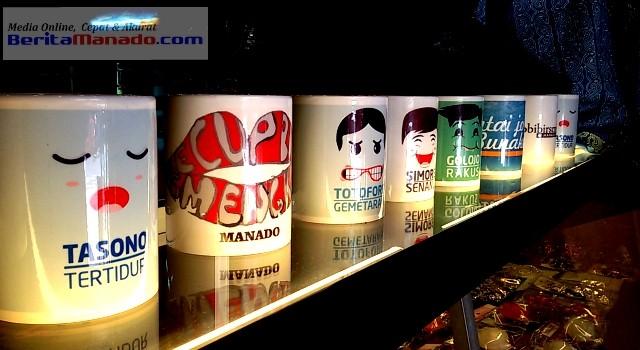 Souvenir gelas di Toko Miens