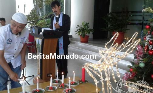 Mungkin Hanya di Sulut Orang Muslim Pasang Lilin Natal