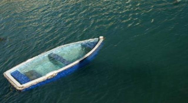 Perahu hanyut (ist).