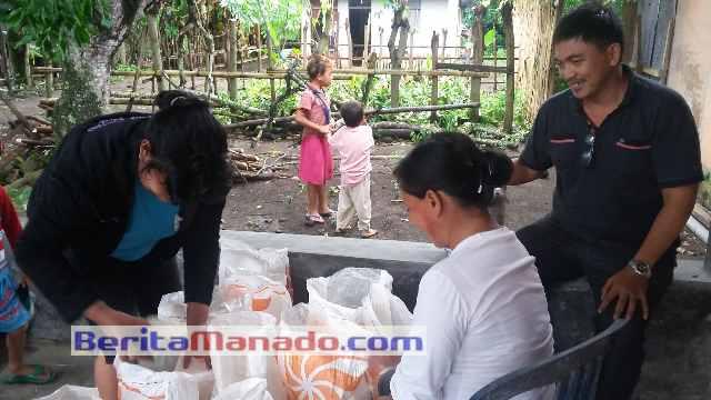 Penyaluran Raskin di Desa Blongko