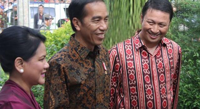 Wakil Bupati Ivan Sarundajang saat mendampingi Presiden RI Ir Joko Widodo dan Ibu Negara Iriana Joko Widodo