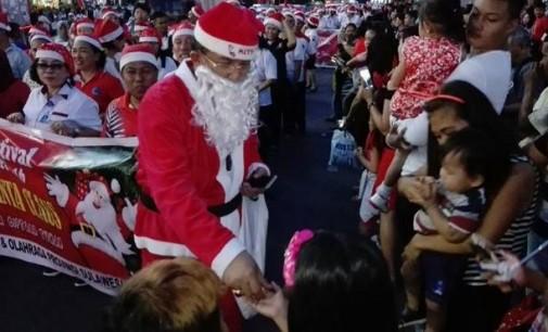 Menarik !!! Pejabat Teras Pemprov Sulut Ini Menjadi Sosok Santa Yang Baik Hati