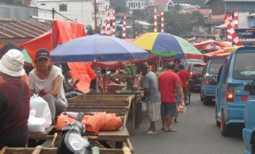 Ini Yang Dilakukan Pedagang Pasar Karombasan Sehari Menjelang 31 Desember