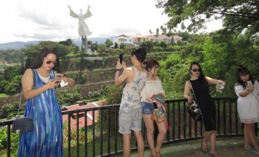 JAMES KARINDA Ingatkan Bahwa Turis Butuh Panduan Wisata