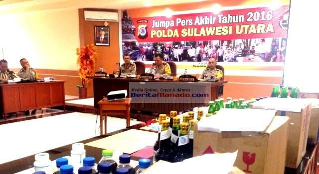 Wakapolda Sulut Brigjen Pol L Latif memimpin konfrensi pers akhir tahun Polda Sulut