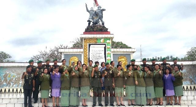 Foto bersama Danrem 131/Santiago Brigjen TNI Sulaiman Agusto dan jajarannya usai pelaksanaan ziarah