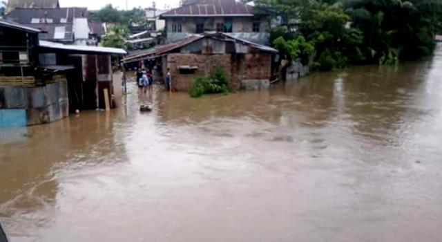Hujan seharian hari ini Manado dikepung banjir