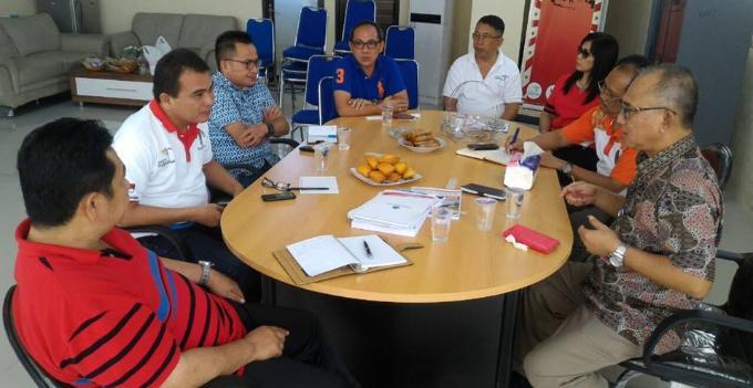 Hendrik Warokka rapat bersama beberapa pejabat Pemprov Sulut