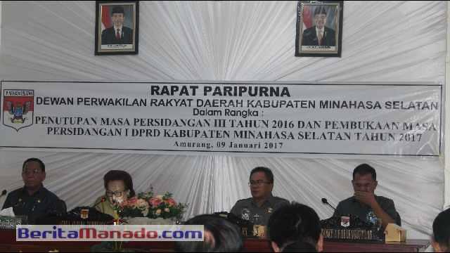 Ketua DPRD Minsel, Jenny J. Tumbuan, SE Saat Memimpin Rapat Paripurna