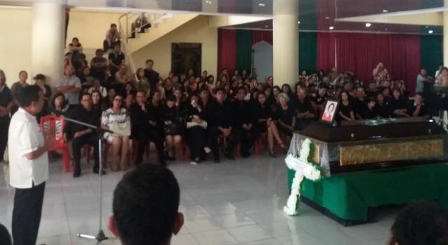 Wakil Ketua DPRD Minut Denny Wowiling kehilangan sosok tokoh pendiri Minut.