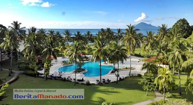 Kolam renang Mercure Manado Tateli Beach Resort