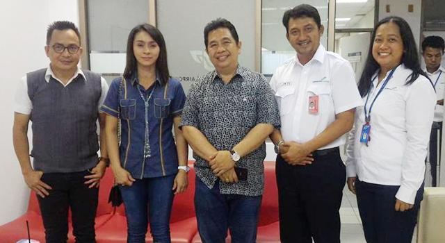 Dino Gobel (kiri) bersama Bupati Sri Wahyuni Manalip (kedua dari kiri) saat berkunjung ke Manado beberapa hari lalu