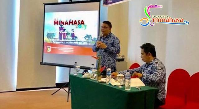 Kadisbudpar Minahasa Agustivo Tumundo saat presentasi Visit Pesona Minahasa 2017