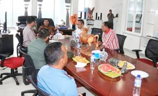 Bupati JAMES SUMENDAP Perintahkan Aparat Desa Aktifkan Siskamling