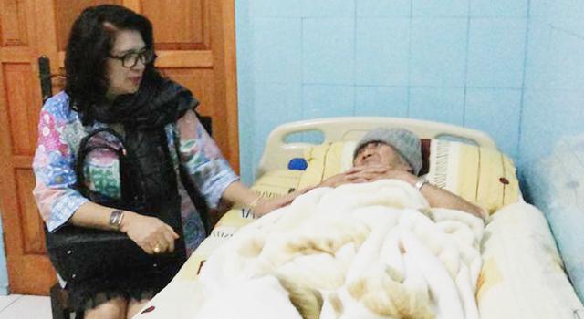 Ivonne Andries saat mengunjungi orang sakit