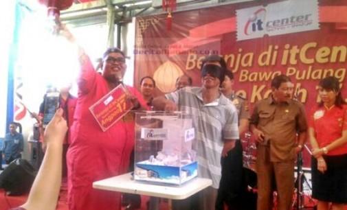 Wow !!! Warga Sindulang Dua Dapat Angpao Rp 17 Juta Dari itCenter Manado