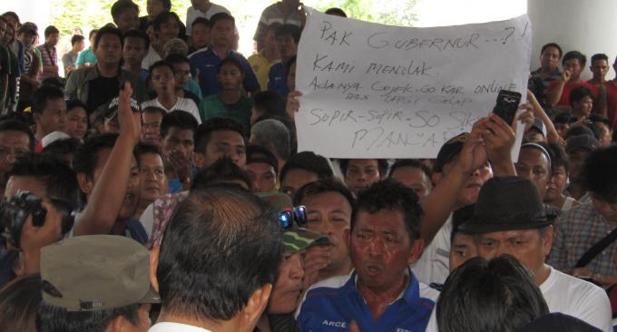 Aksi demo di Kantor Gubernur Kamis lalu