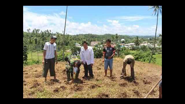 Ketua Karang Taruna Desa Tumpaan Baru Saat Memotivasi Kelompok Tani Menanam Jagung