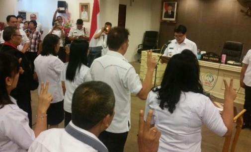 STEVEN KANDOUW Lantik Pejabat Struktural Dukcapil KB Sulut