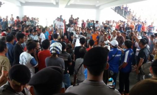 Berita Foto: Aksi Demo Sopir Angkot dan Suasana Kota Manado