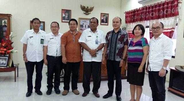 Tim dari KPU Minahasa bersama Ketua BPKP Sulut
