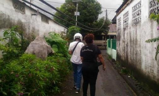 Gila !!! PT Telkom Abaikan Kabel Menggantung Membahayakan Masyarakat di Sario