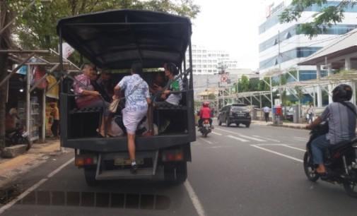 """Demo Sopir Angkot, Transportasi Manado """"Lumpuh"""""""