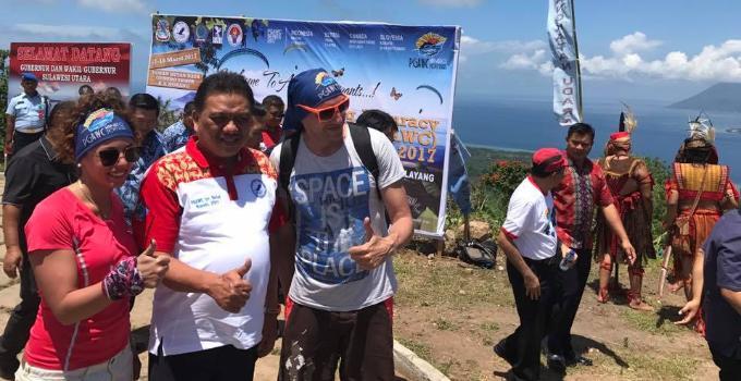 Olly Dondokambey, paragliding gunung tumpa