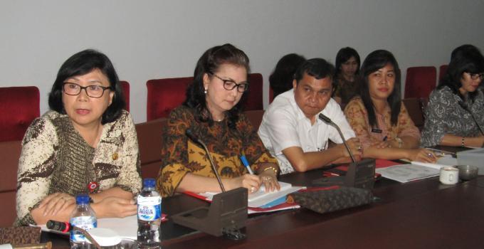 Olvie Atteng dan jajaran di rapat bersama Komisi 2 DPRD Sulut, Jumat