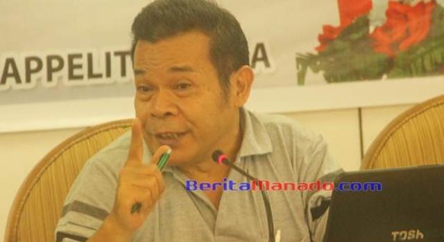 Paul Richard Renwarin Pr, salah satu pembicara di Seminar Sejarah Budaya Minahasa