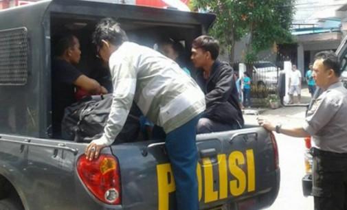 Demo Sopir, Polisi Gunakan Kendaraan Operasional Untuk Mengantar Warga