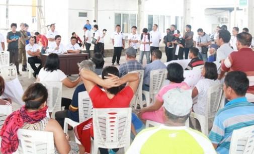 Aksi Damai Tolak Pengaktifan Kembali Kumtua Watuliney Nyaris Ricuh