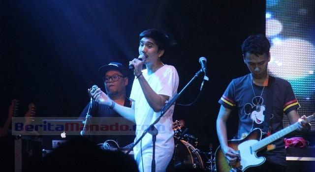 21 tahun Sheila on 7 ada di industri musik Indonesia, band ini tak kehilangan pesonanya dan masih memiliki penggemar fanatik