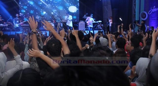 Penonton JamXation memenuhi MCC demi melihat langsung idolanya