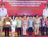 Terbaik se-Sulut, Bupati TETTY PARUNTU Terima Penghargaan Anugerah Pangripta Nusantara