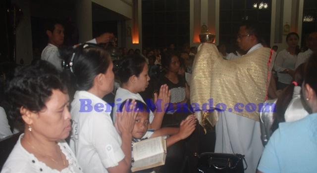 Perarakan Sakramen Mahakudus di akhir peryaan Misa Kamis Putih