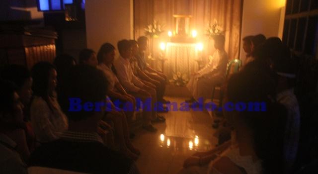 Sembah sujud Sakramen Maha Kudus dan Meditasi Taize oleh OMK