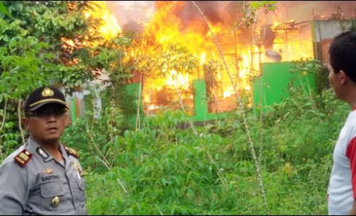 Kebakaran di Kinilow I, Lima Mobil Damkar Diterjunkan