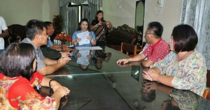 Anggota DPRD Mitra ketika diterima Kasub Humas dan Protokol, Ellen Kambey
