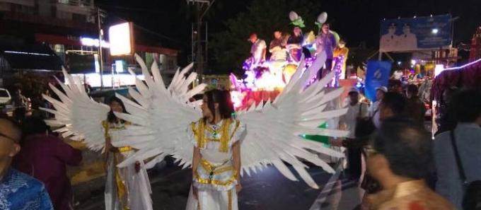 Manado menjadi tuan rumah Pekan Kerukunan Nasional tahun 2017, parade kendaraan hias di Jalan Piere Tendean, Boulevard, diikuti puluhan kendaraan