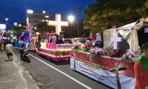 Berita Foto II: Parade Kerukunan Kendaraan Hias di Manado