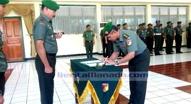 Kolonel Inf Ario Prawiseso menyerahkan jabatan sebagai Kasiintel Korem 131/Santiago kepada Danrem 131/Santiago Brigjen TNI Sulaiman Agusto