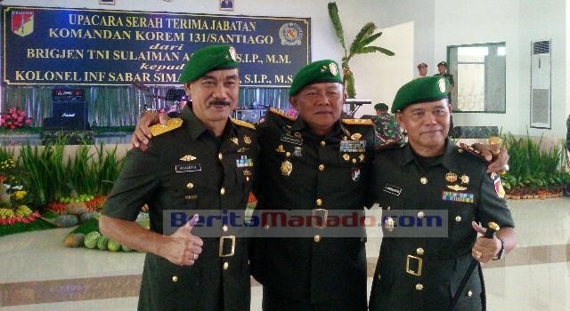 Brigjen TNI Sulaiman Agusto (kiri), Mayjen TNI Ganip Warsito (tengah), Kolonel Inf Sabar Simanjuntak (kanan)