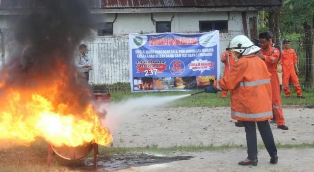 Pelatihan Penggunaan APAR di Bandara Sam Ratulangi Manado